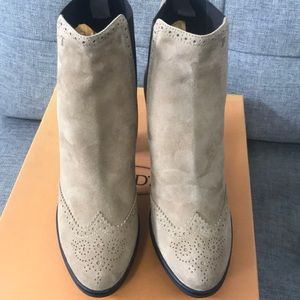 Tod's Shoes - NWT Tod's Tan Suede Wingtip Ankle Boots US SZ 11